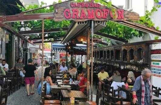 Foça Gramofon Cafe & Bar